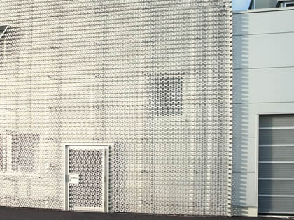 The wall of the Audi 4s store is covered by the perforated sheet.