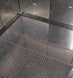 The floor of the elevator is cover by the galvanized anti-slip perforated sheet.